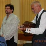 Koncert Nagyszentmiklóson a Népzenei Kamaraműhellyel Andó Attila atya segítségével a romániai Nákó Kastélyban, a Révai Milós szobor avatása alkalmából